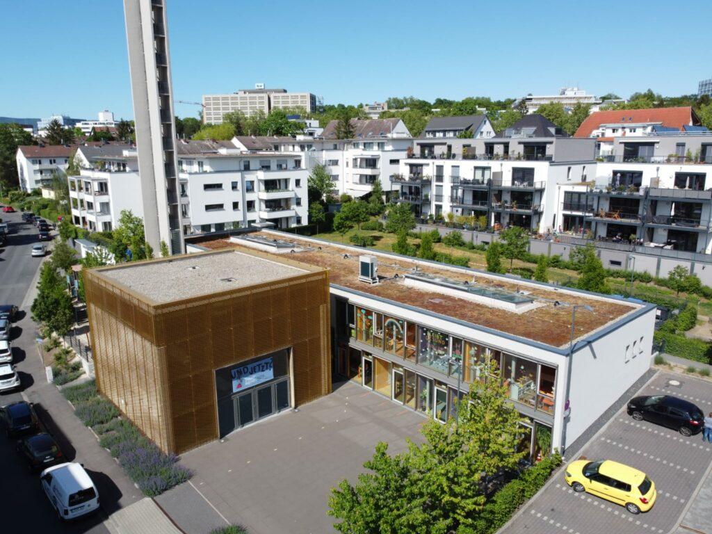 Luftbild von Gemeindehaus, Johanneskirche und Kindertagesstätte der Evangelischen Johanneskirchengemeinde Wiesbaden