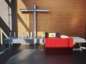 Altar der Joha mit rotem Tuch und Erzähltheater
