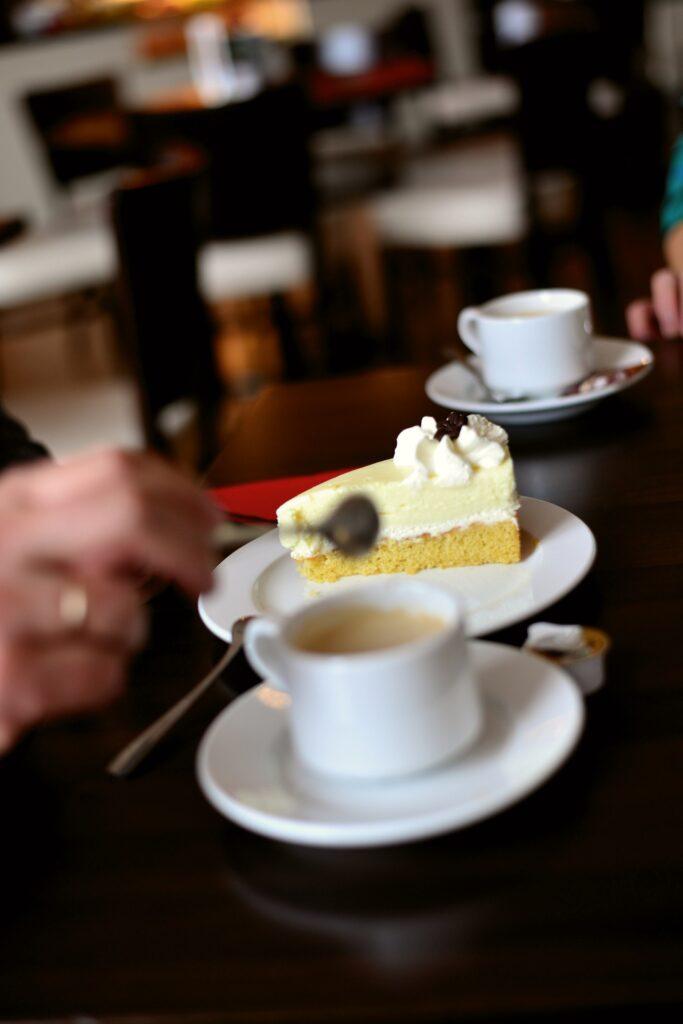 Symbolbild Kaffee und Kuchen