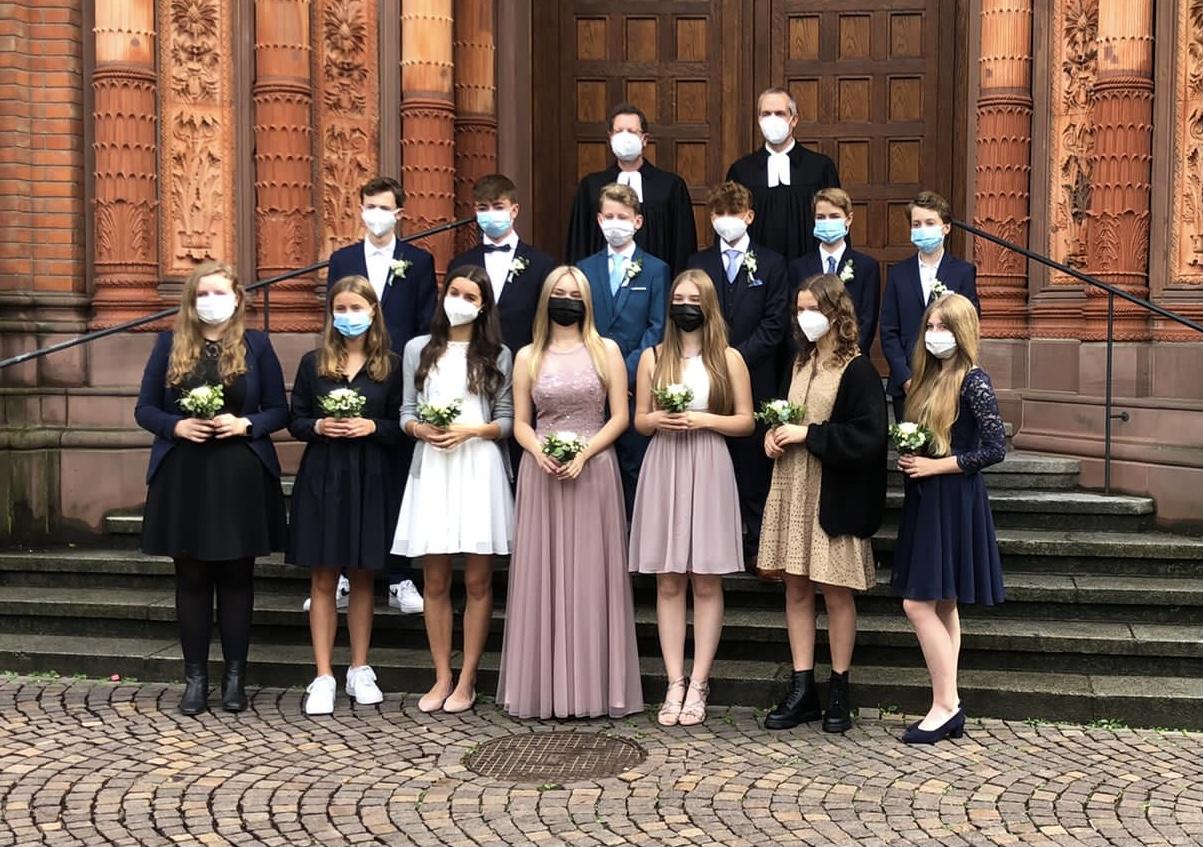 Konfis der Ev. Johanneskirchengemeinde und Ev. Marktkirchengemeinde 2021 (mit medizinischer Maske)