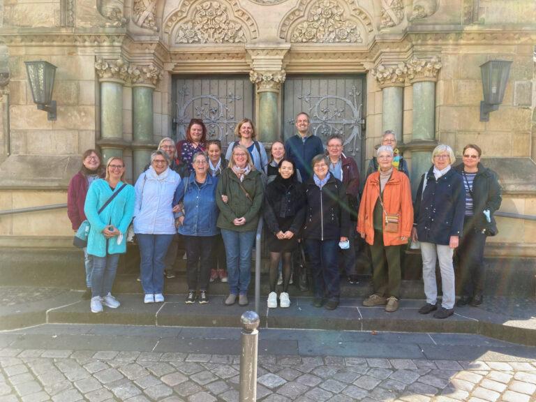 Mitarbeiterinnen und Mitarbeiter aus der Gemeinde und der Kita sowie Mitglieder des Kirchenvorstandes beim Mitarbeiterausflug 2021